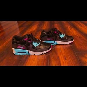Nike air max 90s 6 youth or 8 women's